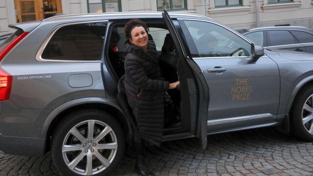Złoty medal i dyplom z rąk króla.  Olga Tokarczuk odbierze Nagrodę Nobla