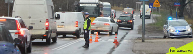 Wypadek w Warszawie. Policja: kierowca potrącił pieszego na przejściu i odjechał