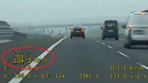 Miał ponad 200 km/h na liczniku, ruszyła za nim grupa