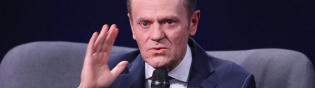Tusk: oni nie ukrywają, że chodzi  o zmuszenie sędziów do milczenia