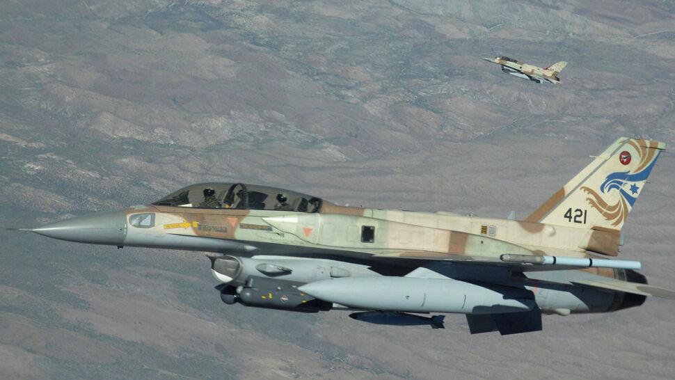 """Syryjskie wojska prą naprzód. """"Spadły na nie izraelskie rakiety"""""""