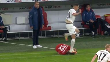 Piłkarz Bayernu nadepnięty na głowę, kartki nie ma.