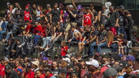 Strzały i panika podczas mistrzowskiej fety Toronto Raptors. Są ranni