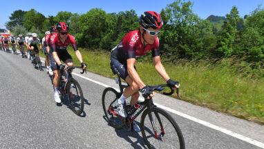 Zwycięzca Tour de France po kraksie trafił do szpitala. Występ w Wielkiej Pętli nie jest zagrożony