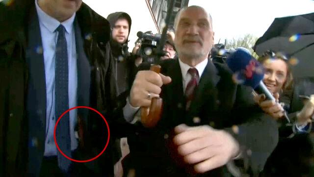 Macierewicz stawił się przed komisją w siedzibie PiS