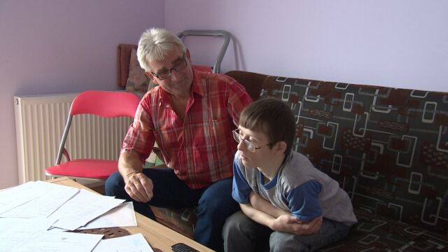 Wpłacili na mieszkanie 200 tys. zł. Teraz ojciec i niepełnosprawny syn mają trafić na bruk