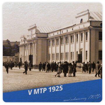 Na nowo pozyskanych terenach (wykupionych przez Zarząd Miejski w 1924 r.) wybudowano w 1925 roku Pałac Targowy.