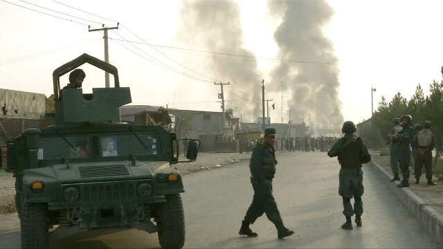 Amerykanie mówią o porozumieniu, talibowie zabijają. Celem