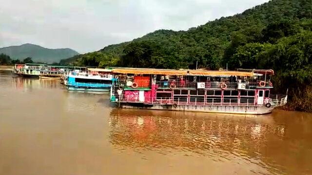 Łódź wywróciła sięna rzece.  Co najmniej osiem ofiar śmiertelnych