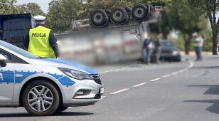 Zderzenie czterech pojazdów w Koszutach. Cysterna leży na dachu