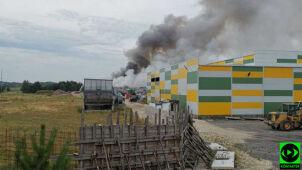 Płonie wysypisko śmieci. Z ogniem walczy kilkudziesięciu strażaków