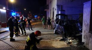 Kompletnie pijany rozbił auto na murze