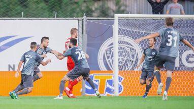 Grali w ekstraklasie, w czwartek pogrążyli polskie kluby w Lidze Europy