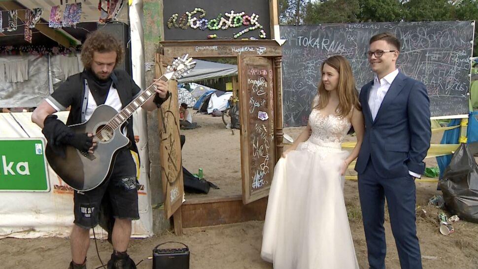"""""""Chcieliśmy by to miejsce było częścią naszego życia"""". Sesja ślubna na Pol'and'Rock Festivalu"""