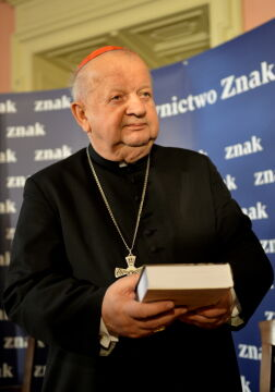 Kardynał Dziwisz odpierał zarzuty o łamanie testamentu papieża
