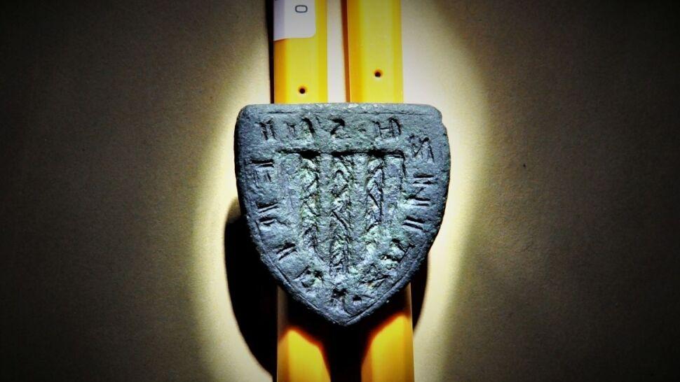 W pracy szuka śladów zbrodni, po godzinach znalazł pieczęć rycerską z XIV wieku
