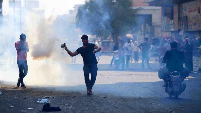 Kolejni zabici w protestach w Bagdadzie.  Zginęli prawdopodobnie od granatów gazowych