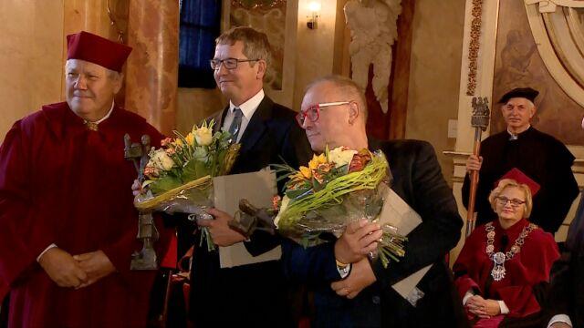 Jerzy Owsiak odbiera nagrodę