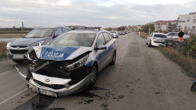Radiowóz jechał do wypadku, zderzył się z innym samochodem
