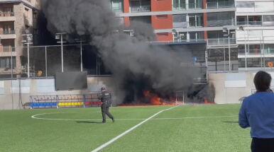 Płomienie i czarny dym. Zapalił się stadion przed meczem z Anglią
