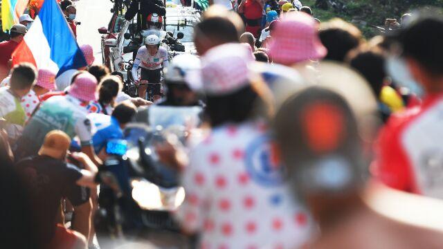 """Szampan na trasie, prezydent na mecie. """"Etap przyjaźni"""" zwieńczy Tour de France"""