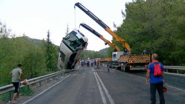 Autokar z Polakami spadł ze skarpy. Trzy osoby pozostają w szpitalu