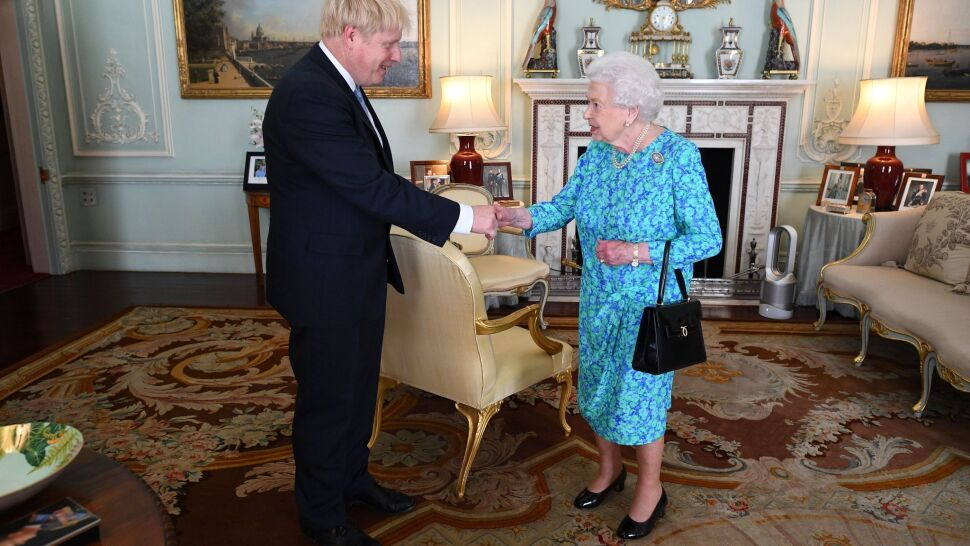 """BBC: Królowa w środku burzy. Teraz Sąd Najwyższy """"oświetla królestwo"""""""