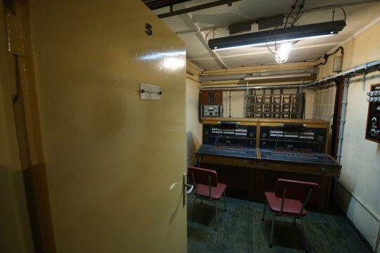 W schronie są łącznice telefoniczne, które były skomunikowane m.in. z najważniejszymi zakładami pracy