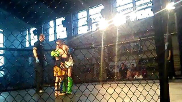 """12-latkowie walczyli w klatce na gali MMA. Rodzic: """"Po wszystkim chłopcy poszli na lody"""""""