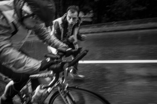 Fotoreportaż - I miejsce w kategorii SPORT, Jacek Turczyk, PAP. Austria. Remigiusz Siudziński jest analitykiem danych, większość czasu spędza przed komputerem. Jego marzeniem było wziąć udział w Race Around Austria. RAA to ultramaraton, w którym kolarze jadą 2,2 tys. km w systemie non stop przez Alpy