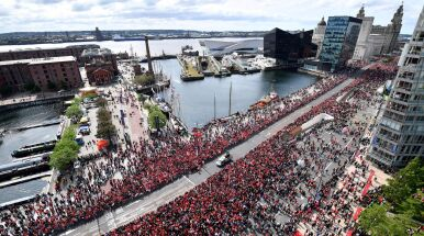 Piwo w barach się skończyło, kibice na dachach i drzewach. Ponad pół miliona fanów pozdrawiało wielki Liverpool