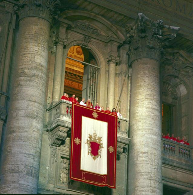 Karol Wojtyła tuż po wyborze na papieża 14 października 1978 r.