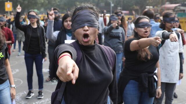 Została zgwałcona, a w drodze do sądu podpalona. Kobiety nie udało się uratować