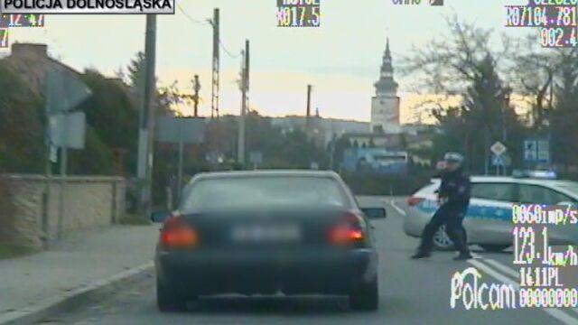 Uciekał i niemal potrącił policjanta. W szpitalu usłyszał całą listę zarzutów