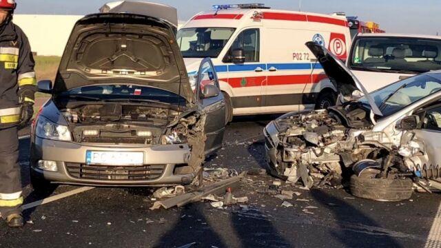 Zderzenie trzech aut na krajowej