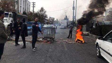 """""""Najbardziej krwawe zamieszki od 40 lat"""" w Iranie"""