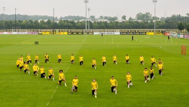 Koledzy utworzyli serce. Borussia wsparła obrażanego piłkarza