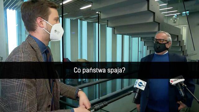 Reporter TVN24 Radomir Wit i Leonard Krasuski z Prawa i Sprawiedliwości