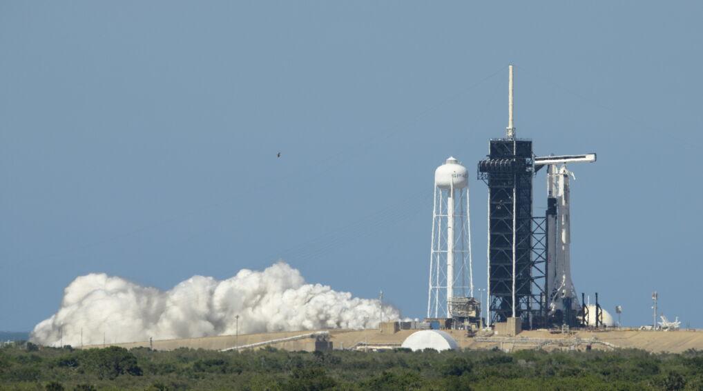 Rakieta Falcon-9 od czwartku czeka na platformie startowej w Kennedy Space Center