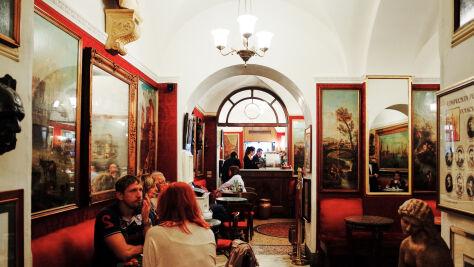 Bywali tu Mickiewicz i Norwid. Eksmisja słynnej kawiarni wstrzymana