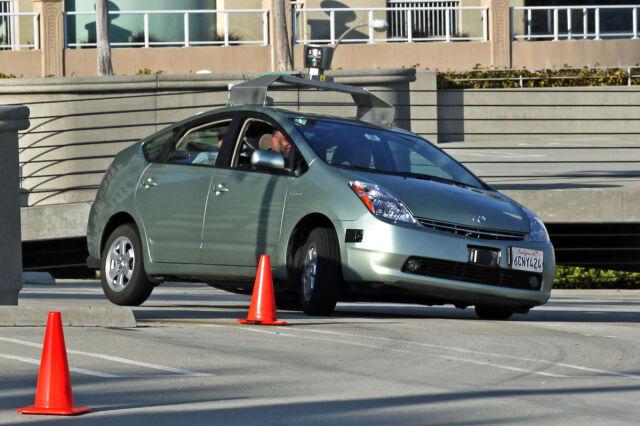 Samochód bez kierowcy dostał prawo jazdy