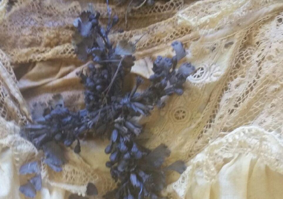 Zachował się nawet krzyż z kwiatów sprzed 140 lat