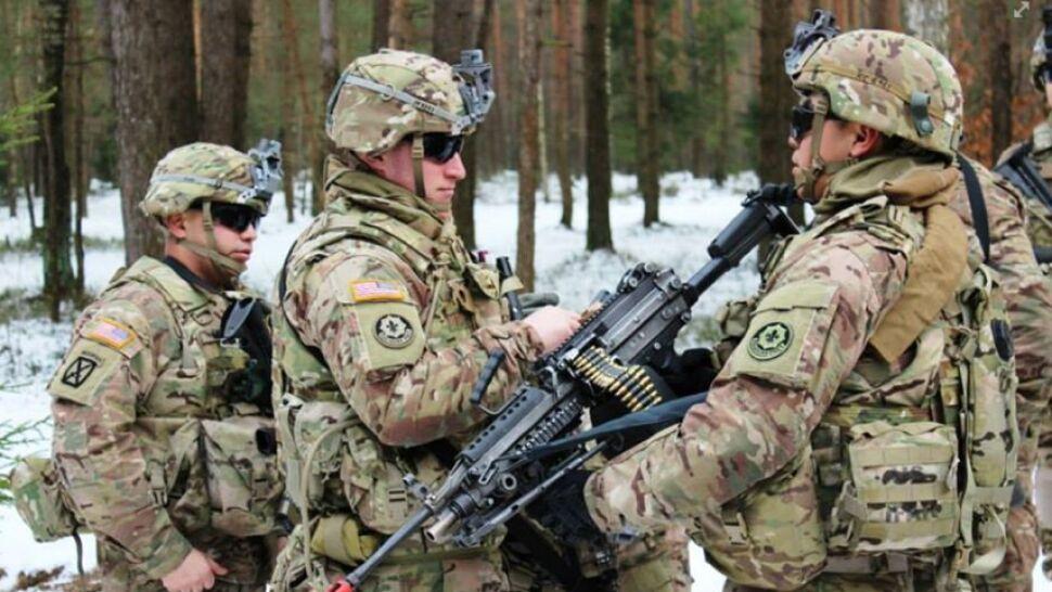 """Ławrow zarzuca NATO """"bezprecedensową"""" koncentrację sił przy granicach Rosji"""