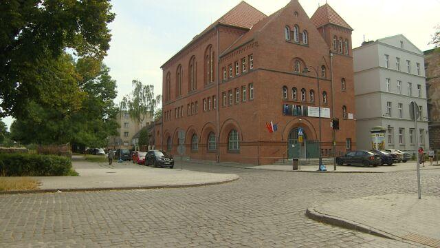 Brutalna bójka w Gdańsku, potrącony policjant, strzały za uciekającym autem