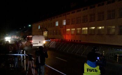 Wyjazd samochodów z zakładu karnego w Rzeszowie