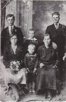 Rodzina Pradunów z Ostrówek