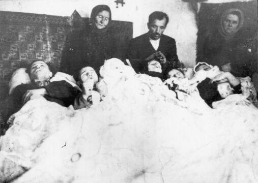 12.1943 Latacz, powiat Zaleszczyki, woj. Tarnopol. Rodzina Karpiaków, na której UPA dokonała mordu 14.12.1943 r