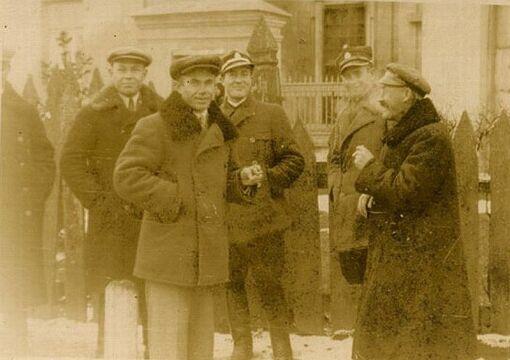 Najprawdopodobniej mieszkańcy Porycka, lata 30. XX w. Zbiory Piotra Filipowicza