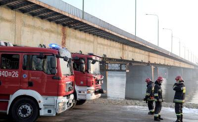 Strażacy wcześniej gasili inny pożar obok mostu