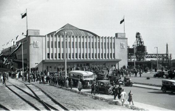 """Powitanie statku pasażerskiego m.s. """"Piłsudski"""", 1935 r."""